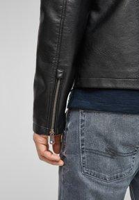Q/S designed by - Imitatieleren jas - black - 4