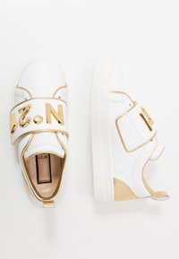 N°21 - Trainers - white/gold - 0