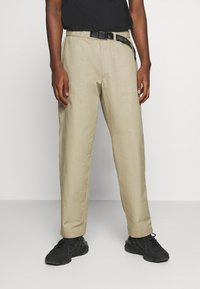 Levi's® - STAY LOOSE CLIMBER  - Trousers - sand - 0