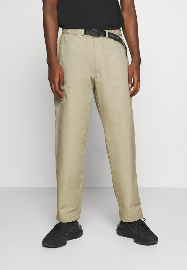 STAY LOOSE CLIMBER  - Trousers - sand