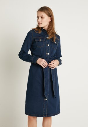 BYLIKA DRESS BELT - Jeansklänning - dark rinse blue