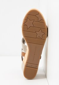 Tommy Hilfiger - ESTELLA  - Platform sandals - stone - 6