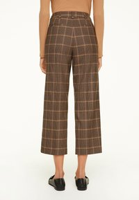 comma - Trousers - black woven check - 2