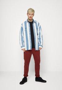 Levi's® - BARSTOW WESTERN UNISEX - Shirt - blue denim/white - 1