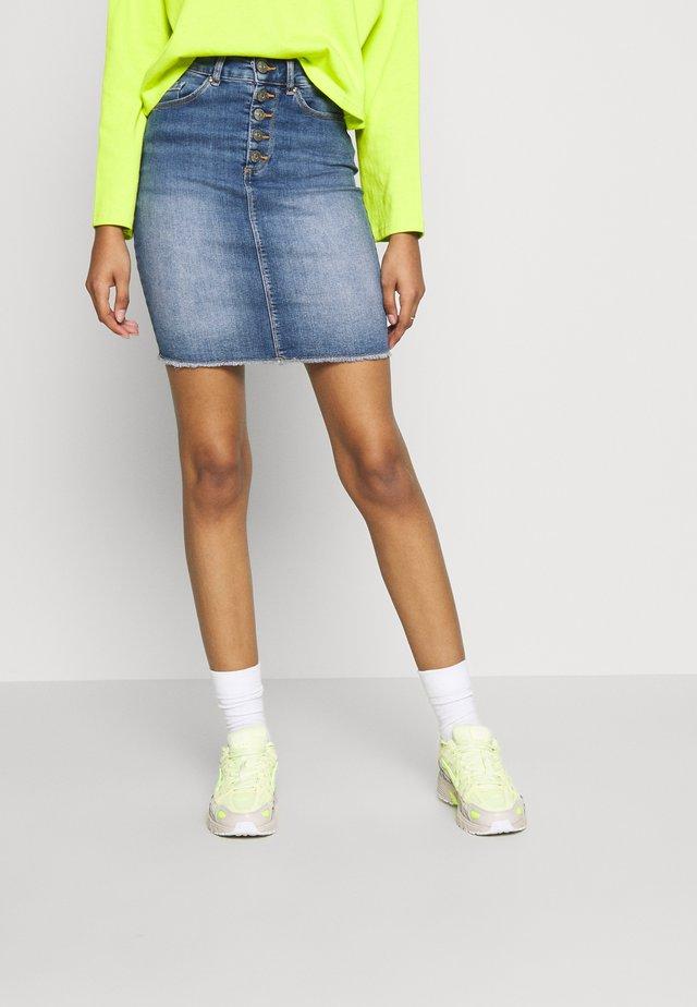 ONLBLUSH RAW - Jupe en jean - light blue denim