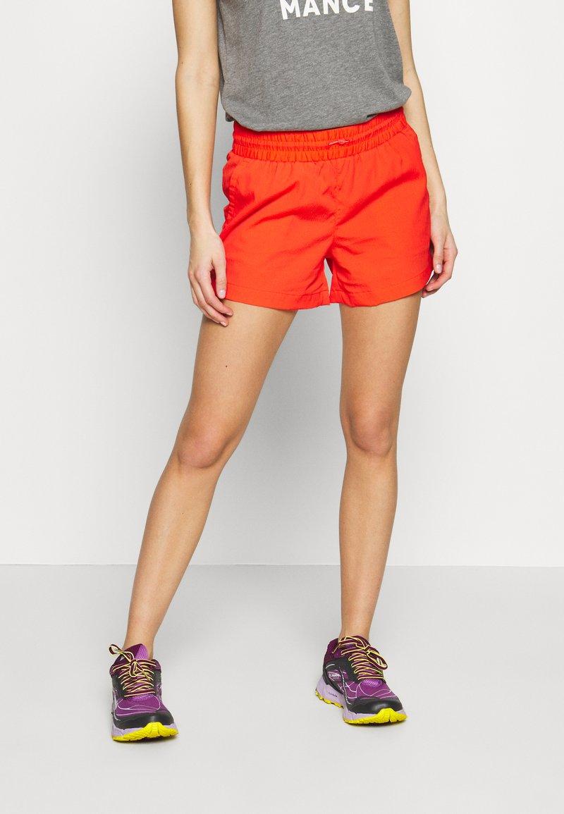Columbia - WINDGATES - Shorts - bright poppy