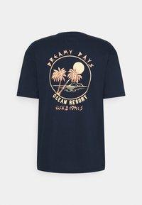 Jack & Jones - JORVIBES TEE CREW NECK - Print T-shirt - navy blazer - 1