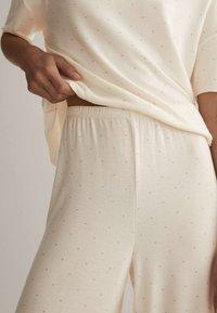 OYSHO - Pyjama bottoms - off white - 3