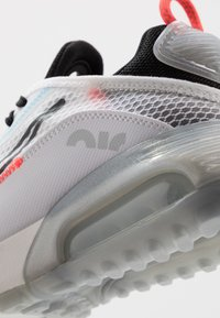 Nike Sportswear - AIR MAX 2090 - Sneakers laag - white/black/blue hero - 5