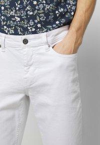 IZOD - Straight leg jeans - bright white - 3