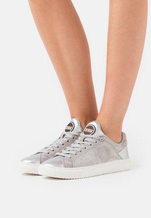 BRADBURY  - Trainers - grey/silver