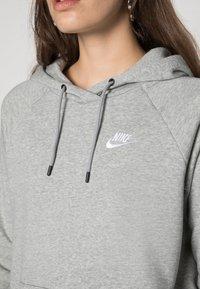 Nike Sportswear - HOODIE - Sweat à capuche - dark grey heather/white - 5