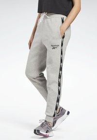 Reebok - TAPE PACK ELEMENTS JOGGER PANTS - Joggebukse - grey - 0