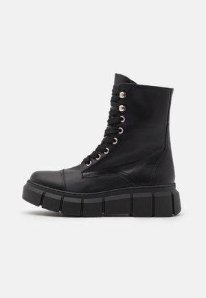 FUNKY - Kotníkové boty na platformě - black