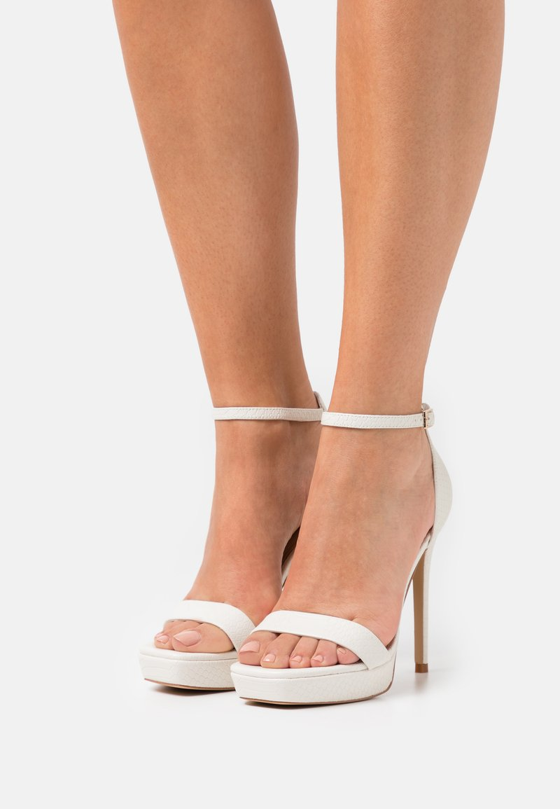 ALDO - SCARLETT - Sandalen met plateauzool - white