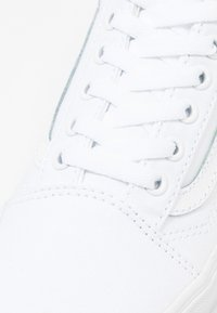Vans - OLD SKOOL PLATFORM - Sneaker low - true white - 2
