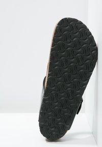 Birkenstock - GIZEH - T-bar sandals - schwarz - 6