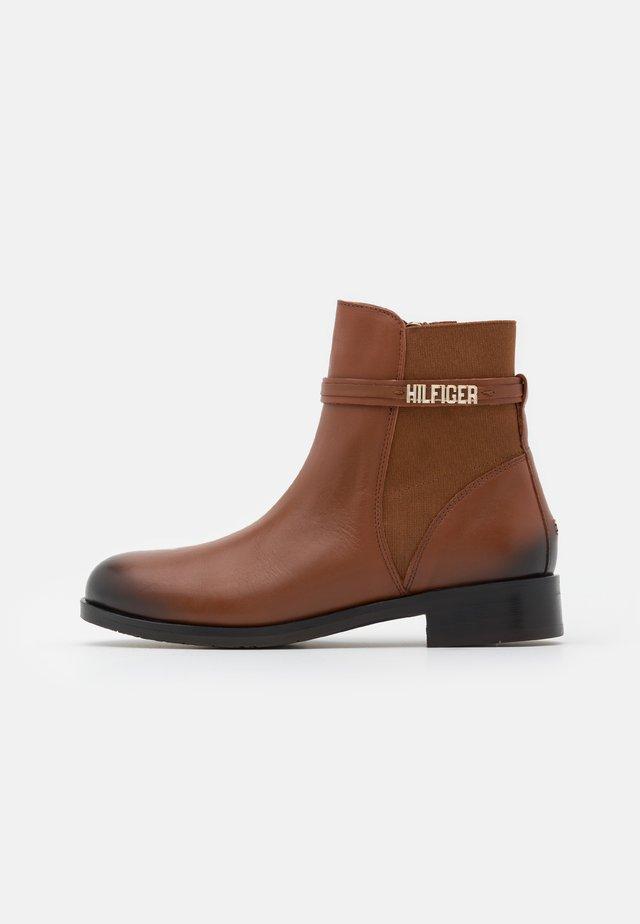 BLOCK BRANDING FLAT BOOT - Classic ankle boots - pumpkin paradise