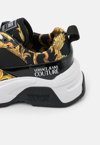 Versace Jeans Couture - Sneakersy niskie - black - 6