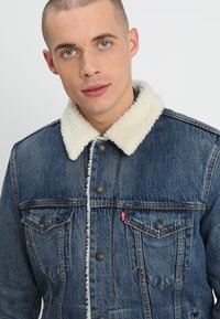 Levi's® - TYPE 3 SHERPA TRUCKER - Denim jacket - mayze sherpa trucker - 3