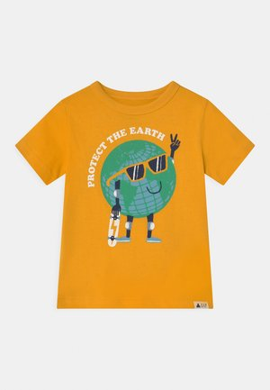 TODDLER BOY GRAPHIC - T-shirt z nadrukiem - yellow sundown