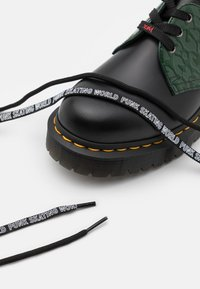 Dr. Martens - 1461 BEX X-GIRL - Lace-ups - black/smooth green - 5