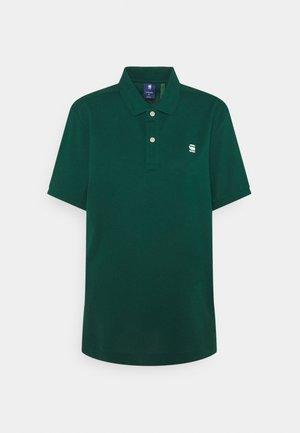 DUNDA SLIM POLO S\S - Polo shirt - premium stretch/bright laub