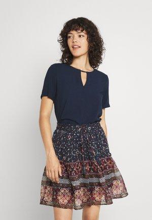 VILANA KEY HOLE - Basic T-shirt - navy blazer