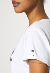 Tommy Hilfiger - SEERSUCKER DRESS - Chemise de nuit / Nuisette - white - 4
