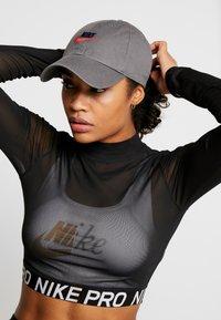 Nike Sportswear - FUTURA WASHED - Cap - iron grey - 4