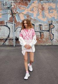 adidas Originals - OZWEEGO ADIPRENE+ RUNNING-STYLE SHOES - Trainers - footwear white/grey three/soft vision - 3