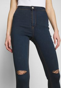 Missguided - VICE HIGHWAISTED SLASH KNEE - Jeans Skinny Fit - indigo - 3
