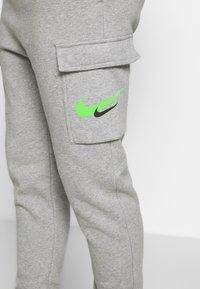 Nike Sportswear - PANT CARGO - Verryttelyhousut - grey heather - 5