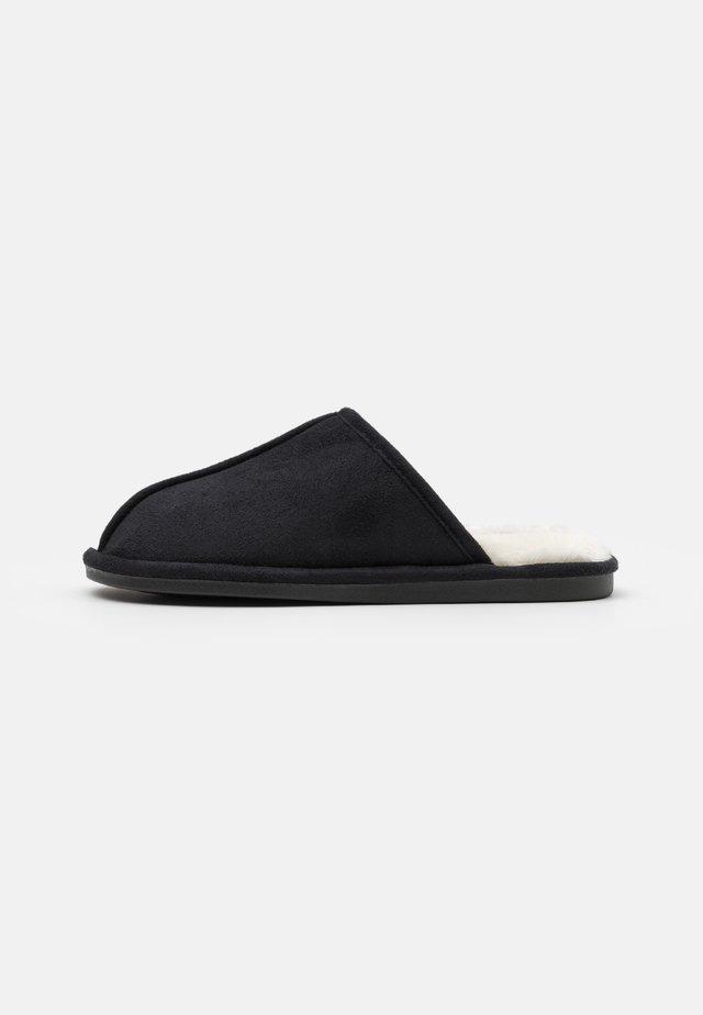 MITCHELL - Domácí obuv - charcoal