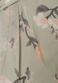 Vero Moda - VMZALLIE  - T-shirts med print - desert sage - 2