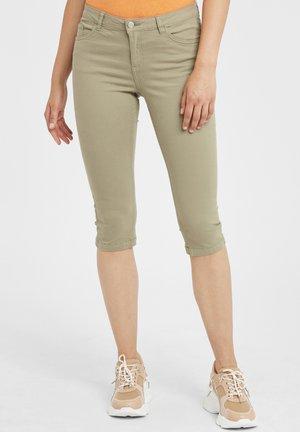 BYLOLA BYLIKKE CAPRI - Denim shorts - cedar green