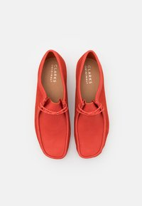 Clarks Originals - WALLABEE - Chaussures à lacets - red - 3