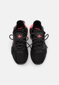 adidas Originals - NMD_R1.V2 UNISEX - Sneakers basse - core black/flash red - 3