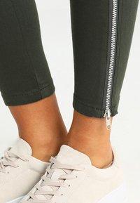 Dr.Denim - DEZIE  - Jeans Skinny Fit - riot green - 4