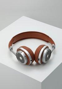 Master & Dynamic - MW50 WIRELESS ON-EAR - Koptelefoon - brown/silver - 2