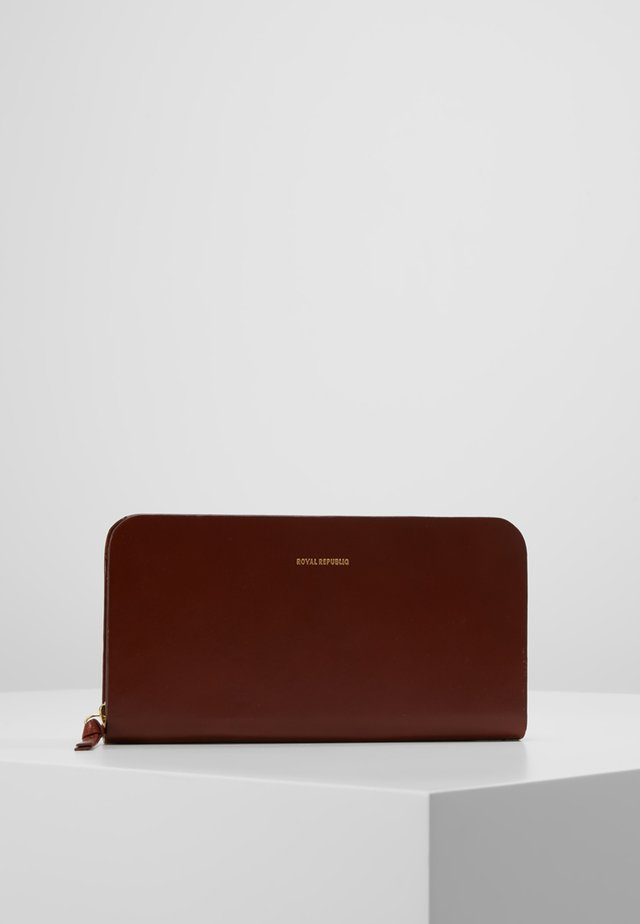 GALAX TRAVEL WALLET - Lompakko - cognac