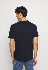 Napapijri - SEBEL - Print T-shirt - blue marine - 2