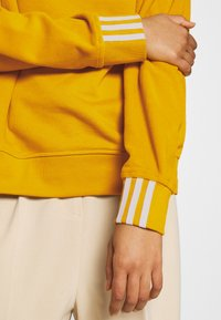 adidas Originals - SPORTS INSPIRED LOOSE HOODED  - Mikina skapucí - legacy gold - 5