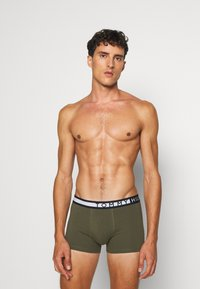 Tommy Hilfiger - TRUNK  3 PACK - Shorty - green/black/red - 2