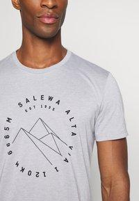Salewa - ALTA VIA DRY TEE - Print T-shirt - heather grey - 5