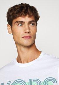 Michael Kors - OPTICAL TEE - Print T-shirt - white - 3