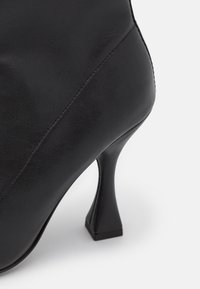 Versace Jeans Couture - Classic ankle boots - nero - 6