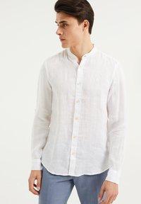WE Fashion - SLIM FIT - Shirt - white - 0