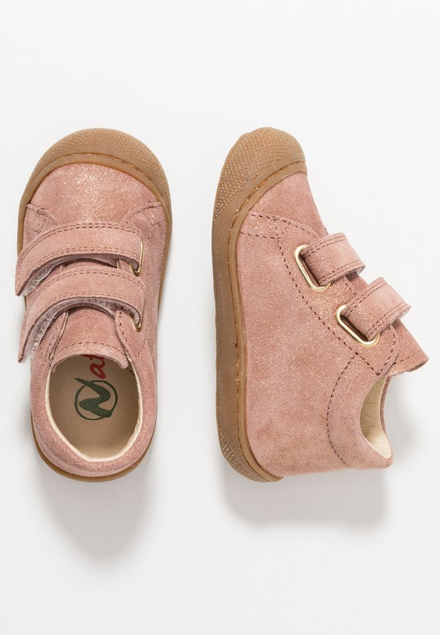 COCOON VL - Baby shoes - rosa