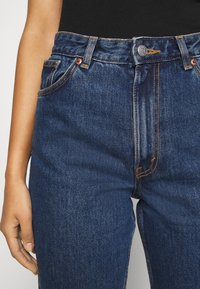 Monki - TAIKI LA LUNE - Straight leg jeans - blue medium dusty - 3